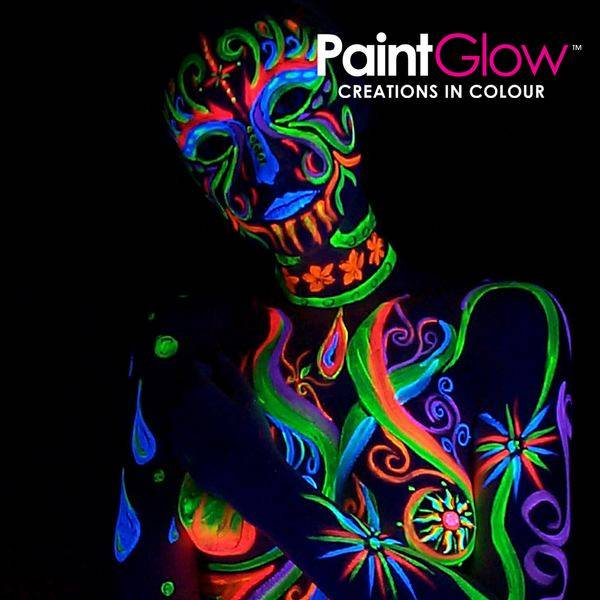 Glow in the dark bodypaint fullmoon